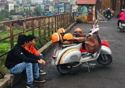 2 chauffører vespa hanoi